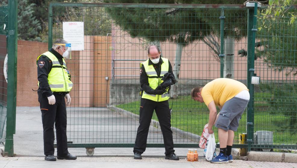 Los vigilantes de seguridad podrán controlar la temperatura de los ciudadanos en edificios públicos y privados (La Vanguardia 24/04/2020)